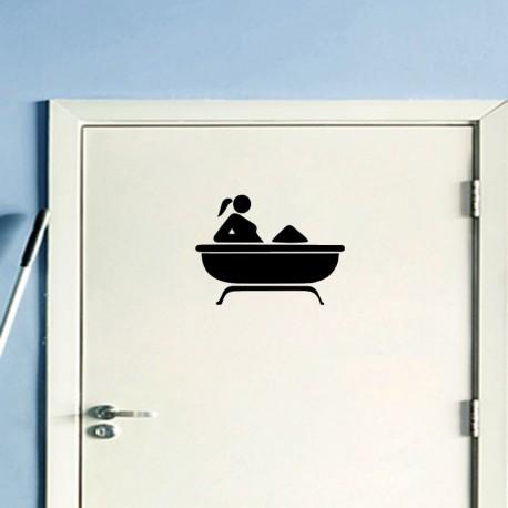 Sticker femme dans une baignoire