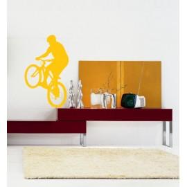 Saut à vélo avec un VTT