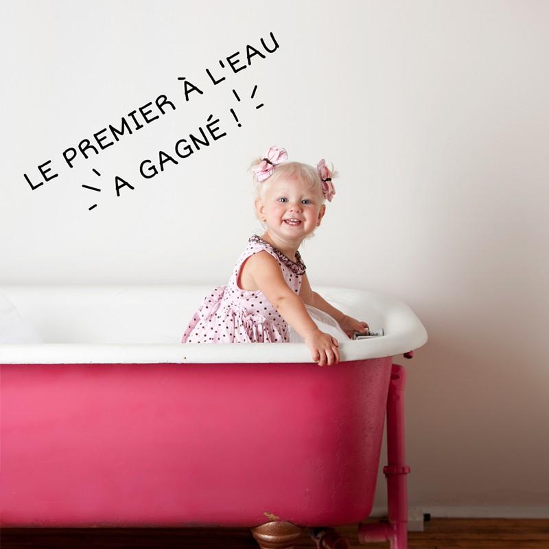 sticker le premier l eau a gagn stickers citation texte opensticker. Black Bedroom Furniture Sets. Home Design Ideas